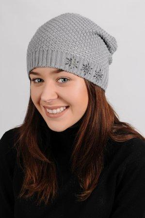 Světle šedá dámská prodloužená zimní pletená čepice se stříbrným lurexem
