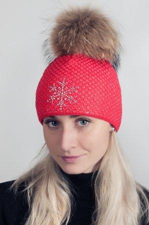 Červená dámská zimní pletená čepice s pravou kožešinovou bambulí
