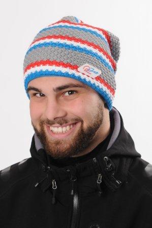 Prodloužená šedá pletená zimní čepice sportovního stylu sbarevnými pruhy