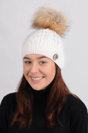 Přírodně bílá dámská zimní pletená čepice s odepínací pravou kožešinovou bambulí