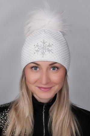 Bílá dámská zimní pletená čepice s pravou kožešinovou bambulí