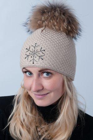 Béžová jednobarevná dámská zimní pletená čepice s pravou kožešinovou bambulí