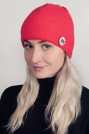 Červená dámská zimní pletená čepice s broží