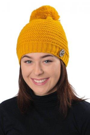 Žlutá dámská zimní pletená čepice s broží